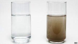 filtracion-de-agua-filtracion-de-agua-que-hay-en-el-agua-Agua-turbia